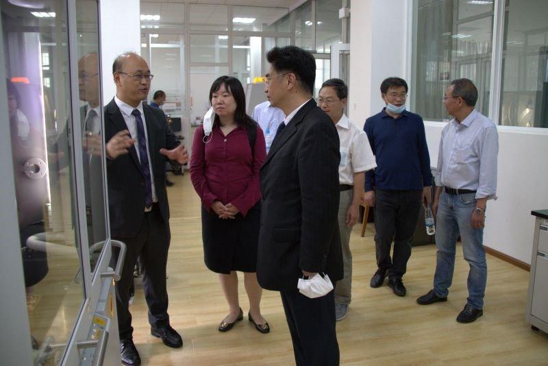 马尔文帕纳科中国区总经理梁东一行参观昆工分析测试研究中心